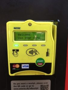 """""""Contactless"""" of """"Mastercard"""" attached to HSBC's credit card can be used. Non-contact marks are drawn."""